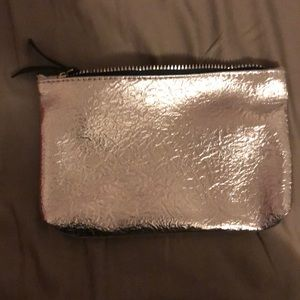 Free with bundle Cosmetic bag